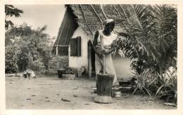 YOKO CAMEROUN LA PILEUSE DE RIZ - Camerún