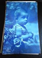 JEUNE ENFANT ENTOURE DE ROSES - CPA ECRITE - BON ETAT - LEO PARIS 5036 - Portraits