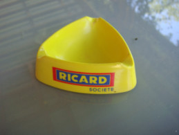 Cendrier    Ricard - Ohne Zuordnung