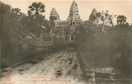 EX-CAMBODGE  ANGKOR VAT VUE DU TEMPLE ET DE LA SALA DES VOYAGEURS - Cambodge