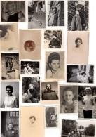 Lot De 21 Photos Originales Portraits De Femmes Dans Tous Leurs états ! Coiffures Bananes & Sérieuses ! - Anonymous Persons