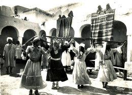 AB 830 /     C P S M -ALGERIE-   BOU - SAADA  CITE DU BONHEUR  DANSES D'OULEDS NAILS - Algeria