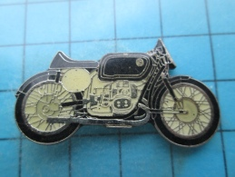 Pin1315c Pin´s Pins /      MOTOS :  Belle Qualité , Grand Pin´s GROSSE MOTO ANNEES 50 à Identifier   INSCRIPTION AU DOS - Moto