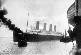 "Cpm Bateau Navire Paquebot "" Titanic  "" En Remorque I Paquebot  White Star Britannique - Paquebots"