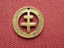 FRANCE Très Belle Croix De Lorraine Taillée Dans Une Monnaie De 50 Cts Morlon - G. 50 Centimes