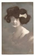 BELLE C.P.A Dite à CHEVEUX- Portrait De Femme Avec Des Cheveux Véritables- CHEVEUX- FEMME - FANTAISIE - Carte à Systémes - Fantaisies