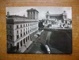 Roma , Piazza Venezia - Places & Squares