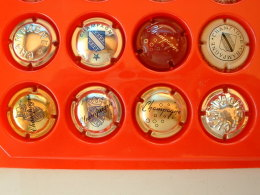 8 CAPSULES DE CHAMPAGNE DIVERS - Champagne