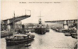 """BREST - Grand Pont Ouvert Pour Le Passage De La """"REPUBLIQUE""""   (89331) - Warships"""