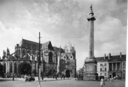 Nantes.. Animée.. La Colonne Louis XVI La Cathédrale Voiture - Nantes