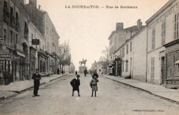 6345. CPA 85 LA ROCHE SUR YON. RUE DE BORDEAUX - La Roche Sur Yon