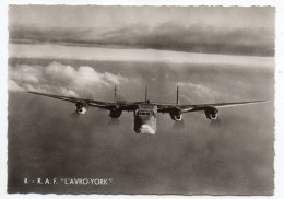 "Avion De Guerre- "" R.A.F--L'AVRO-YORK  "" ,cpsm 15 X 10 N° 8  éd  Superluxe.......à Saisir - Avions"