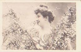 FEMME       28        ( Femme Aux Fleurs ) - Silhouette - Scissor-type
