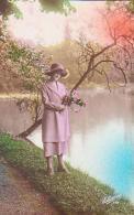 FEMME       40        ( Femme Au Bord De L'eau ) - Silhouette - Scissor-type