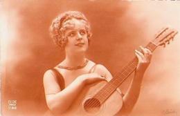 FEMME       46        ( Femme à La Guitare ) - Silhouettes