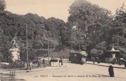 CPA - Brest - Monument Des Morts Et Avancée De La Place Des Portes - Brest