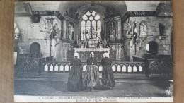 Kerlaz.intérieur De L'église Paroissiale.légendée Au Dos:une Bourledenn Et Deux Pelerines En Prière.coiffes Costumes - France