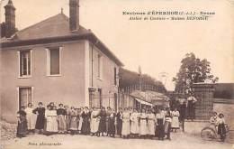 Droue       28      Atelier  De Couture Deforge. Le Personnel - Other Municipalities