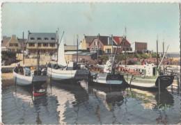 Mogueriec En Sibiril , Finistère. Le Port. CPSM Grd Format Animée. Bateaux De Pêche, Chalutiers. 2 Scans - Otros Municipios