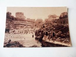 Carte Postale Ancienne : BIARRITZ : Les Bains Du Port Vieux, Animé - Biarritz