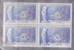 N° 1094 Bicentenaire De La Manufacture De Sèvres Biscuit La Baigneuse Falconnet.Bloc De 4 Timbres Neuf Impéccable - Neufs