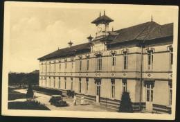 Chaumont En Vexin - Hôpital - Vue Différente - Chaumont En Vexin