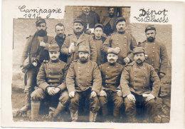 Carte Photo A Localiser -  Groupe De Soldats - Campagne 1914 - Dépot Des Blessés (89643) - Militaria