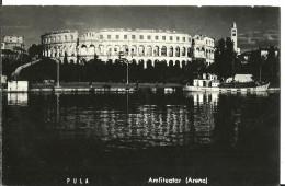 Pula, Pola (Croazia, Ex Jugoslavia) Arena (Anfiteatro) Vista Dal Mare Notturno, Arena By Night, Amfitheatre La Nuit - Croatia