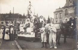 Carte Photo Fete Ou Carnaval Devant Mairie  -au Dos Il Est Ecrit  Manuellement Sens 89 ? - A Identifier