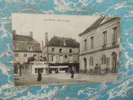 Cpa LA FLECHE - Place Des Halles - - La Fleche