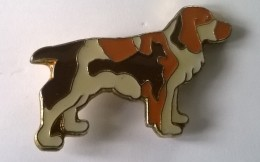 Pin´s -  Chien - Edition ATLAS - - Animaux