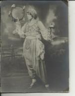 MACEDONIA   --  BITOLJ 1939  ( BITOLA, MONASTIR )  --  BIG PHOTO AM KARTON  --  DANCERES    --    22,5 Cm X 16,5 Cm - Photographs