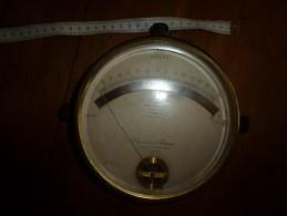 1900 Ancien Gros Appareil De Mesure D'électricité CHAUVIN & ARNOUX  ( Volts) (Apériodique) Diametre Hors-tout = 185mm - Sciences & Technique