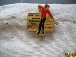 Pin´s Du Club De TWIRLING De La Commune De HORBOURG WIHR (Dépt 68). Les Feux Follets - Badges
