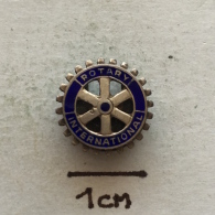 Badge (Pin) ZN002456 - Rotary International SILVER - Associations