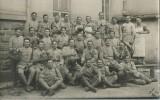 310Ce   Carte Photo Militaria Soldats Du 162 Eme Regiment En Train De Trinquer Bouchers? - Régiments