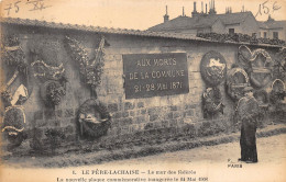 75-PARIS 20 -  LE PERE-LACHAISE, LE MUR DES FEDERES, PLAQUE COMMEMORATIVE , AUX MORTS DE LA COMMUNE - Arrondissement: 20