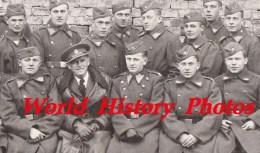 CPA Photo - Portrait D'une Compagnie D'un Régiment à Identifier - 1939 - Armée Suisse ? Belge ? Autre ? Voir Zoom WW2 - Guerra 1939-45