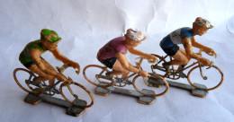 Figurines 3 Cyclistes Tour De France - COFALU Plastique - Pas ALUDO SALZA QUIRALU Peinture En état D'usage (voir Photos) - Quiralu