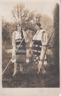 48232- WOMEN IN FOLKLORE COSTUMES, FORK, RAKE, JUG - Costumi