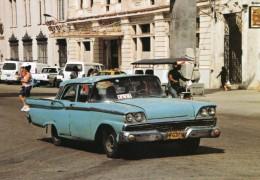 Ford Fairlane Taxi In Havanna, Cuba   -  CPM - Taxi & Carrozzelle