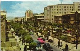 BOLIVIA - LA PAZ - AV. 16 DE JULIO - 14 X 9 CMS - CARS 1950S POSTCARD (2 SCANS) - Bolivia