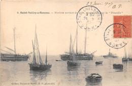 80-SAINT-VALERY-SUR-SOMME- NAVIRE SORTANT DU PORT , REMORQUES PAR LA PICARDIE - Saint Valery Sur Somme