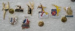 SERIE DE 8 PIN'S TWIRLING / MAJORETTES    ZZZ    056 - Badges