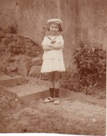 Photo Originale Enfant & Accessoire - Portrait De Gamine En Marin Et Calot HMS Vaillant - Vers 1920 - Persone Anonimi