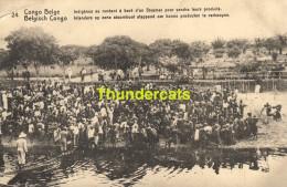 CPA CONGO BELGE BELGISCH CONGO 24 INDIGENES SE RENDANT A BORD D'UN STEAMER POUR VENDRE LEURS PRODUITS - Entiers Postaux
