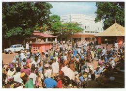 CPM   REPUBLIQUE CENTRAFRICAINE   1988    ANIMATION AU MARCHE CENTRAL DE BANGUI - Centrafricaine (République)