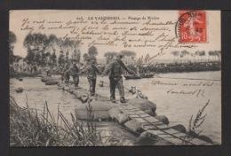 CPA : Dépt.27.  LE VAUDREUIL . Passage De La Rivière Par Des Soldats Et Des Chevaux . - Le Vaudreuil