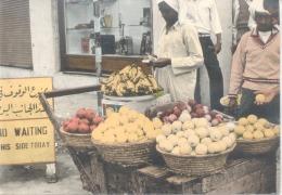 FRUIT PEDLAR BAHRAIN CPSM CIRCA 1960 - EDITEUR M. SHAKIB NO. 51 UNCIRCULATED DOS DIVISE RARE - Bahrein