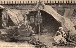 6714. CPA MAROC. OUDJDA. MARCHANDS INDIGENES. - Maroc